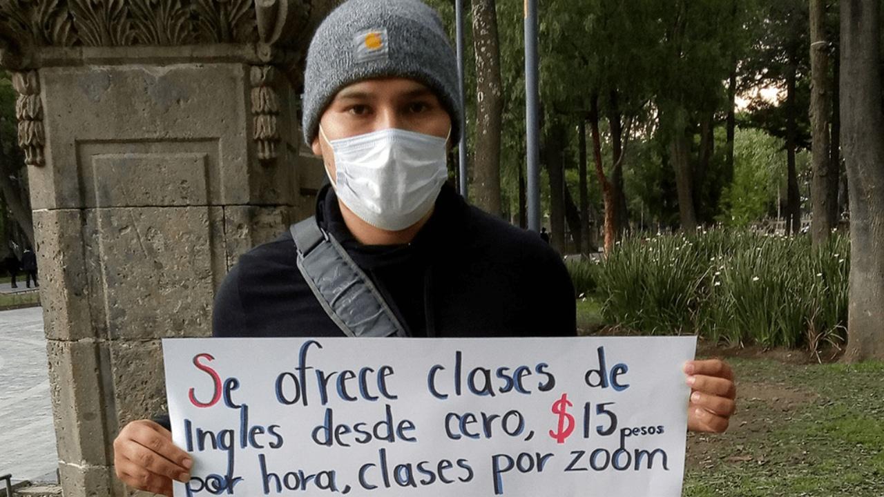 Joven pierde su empleo y ofrece clases en línea en CDMX
