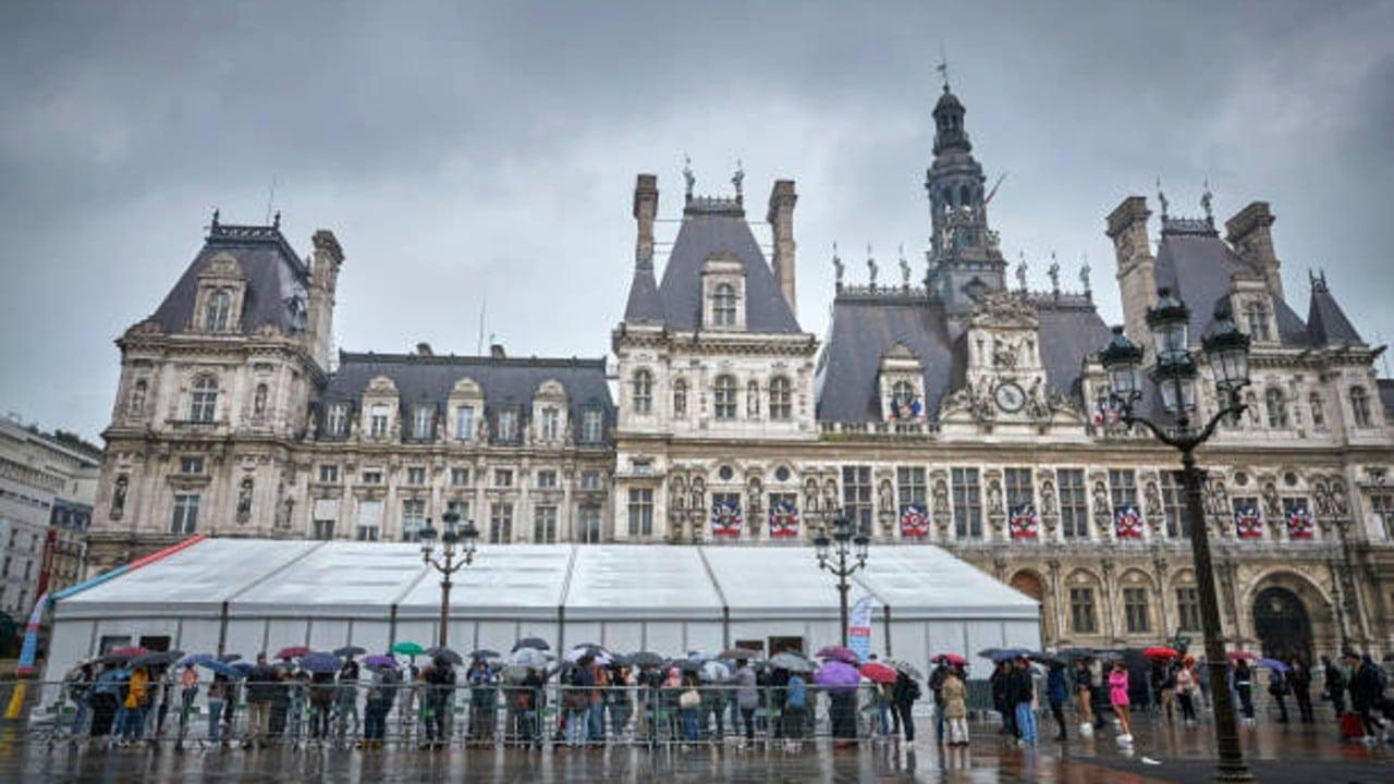 Francia refuerza medidas anticovid en medio de protestas