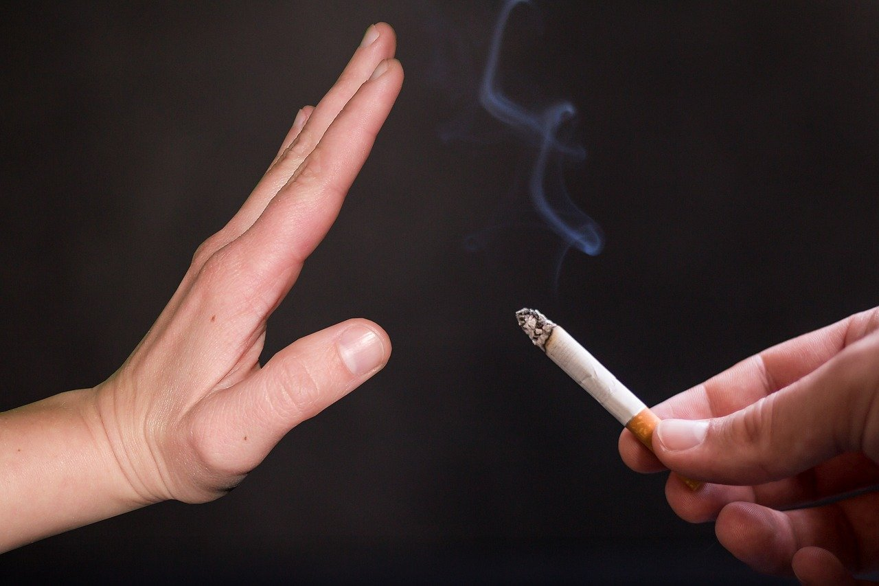 Fumador pasivo tiene más riesgo de padecer cáncer oral, señala estudio