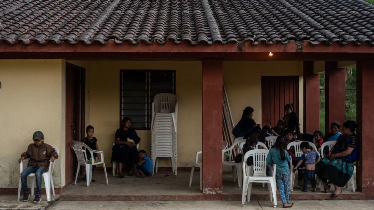 Habitantes en Chenalhó huyen de la violencia, abandonan casas y animales