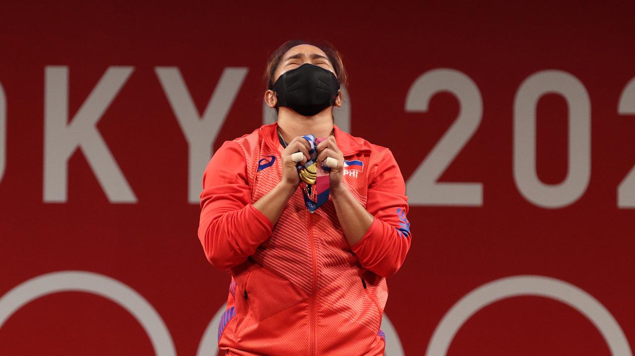 Hidilyn Díaz primera medallista de oro de Filipinas recibe dinero y casa como recompensa