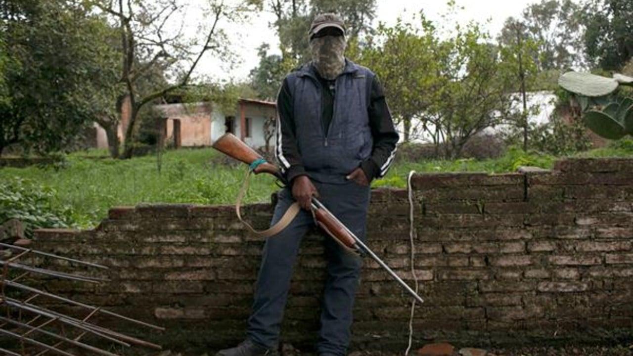 Hombres armados resguardan zona aguacatera en Michoacán