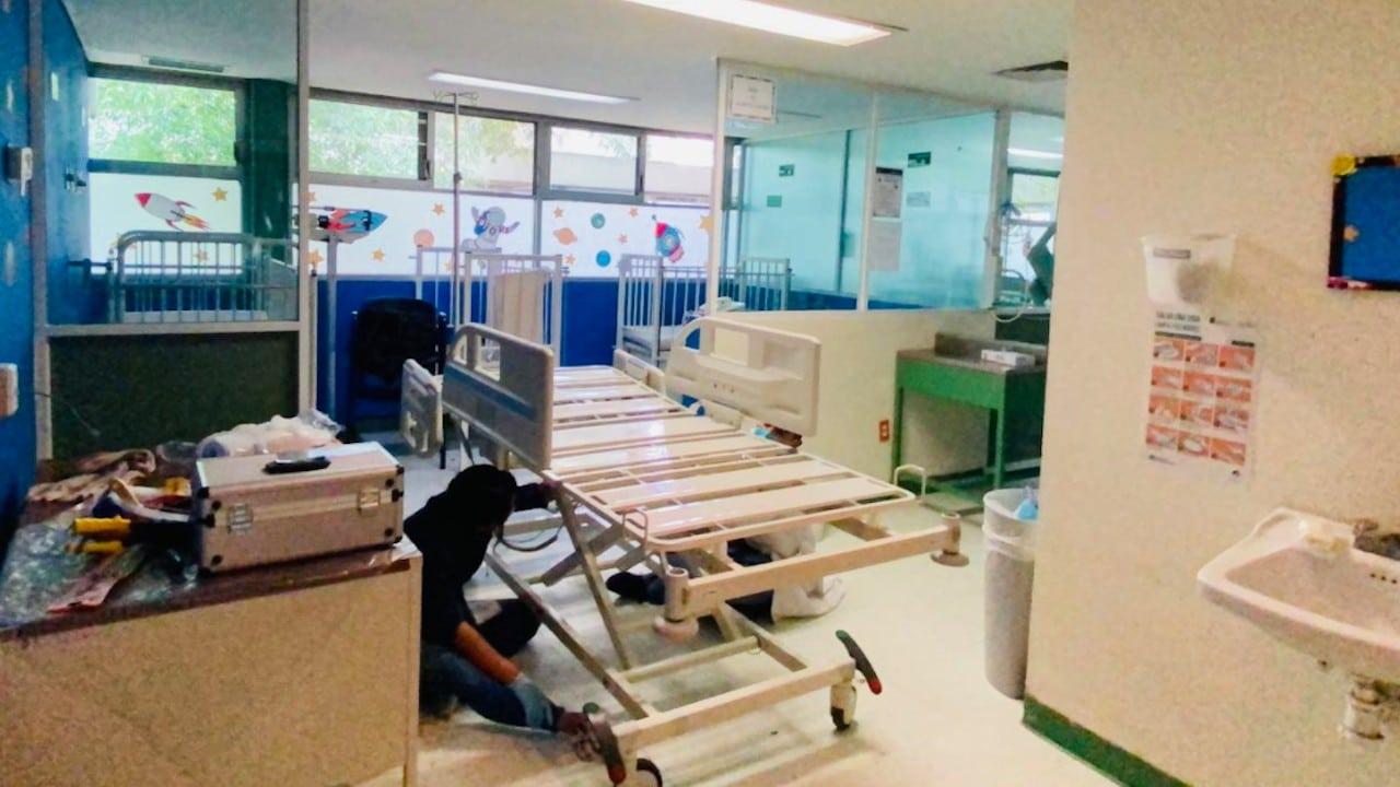 """Casi terminan trabajos de limpieza y desinfección en Hospital """"Dr. Salvador González Herrejón"""" (Twitter: @CNPC_MX)"""