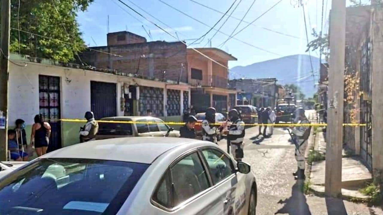Autoridades acordona zona de asesinato de una mujer en Iguala, Guerrero (Twitter: @ReporTorres)