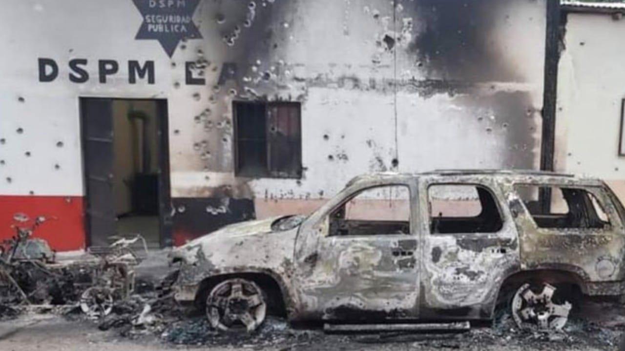 Balearon e incendiaron comandancia en Carichí, Chihuahua (FOROtv)