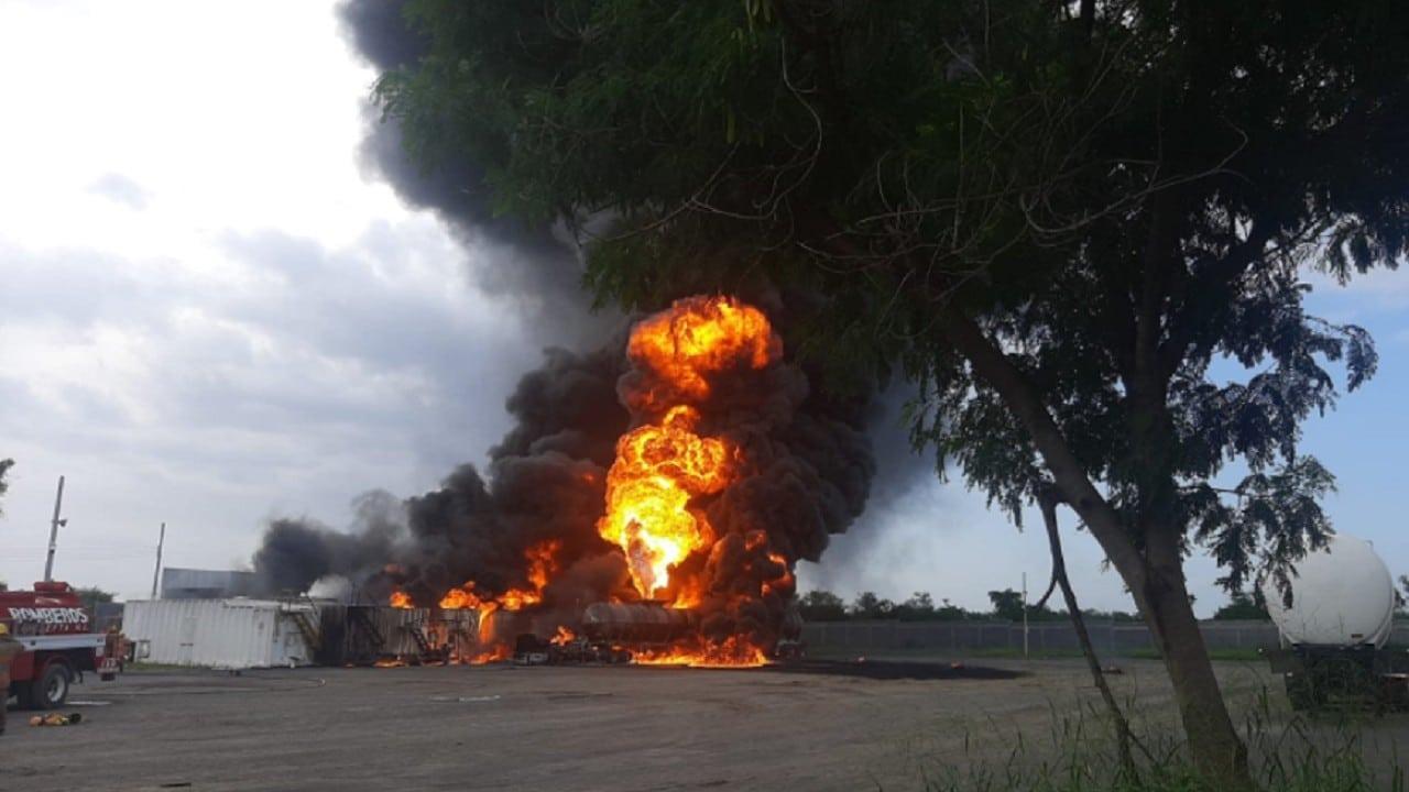 Explosión e incendio de contenedor de diésel en NL