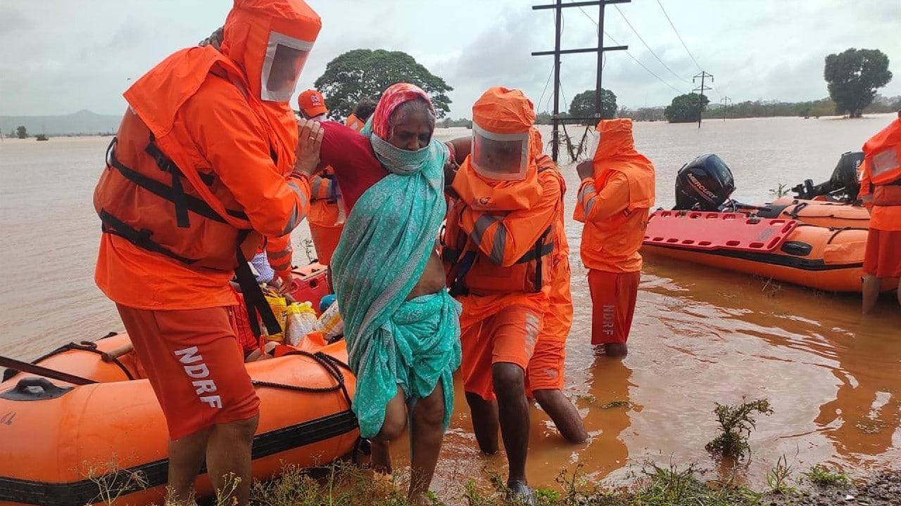 India suma casi 160 muertos y decenas de desaparecidos por lluvias monzónicas
