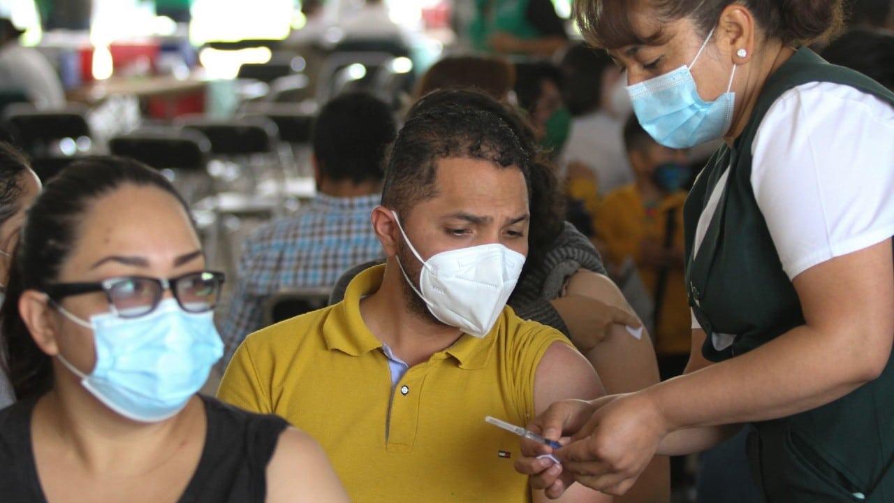 Inicia aplicación de segunda dosis de vacuna COVID-19 de 40 a 49 años en la Miguel Hidalgo