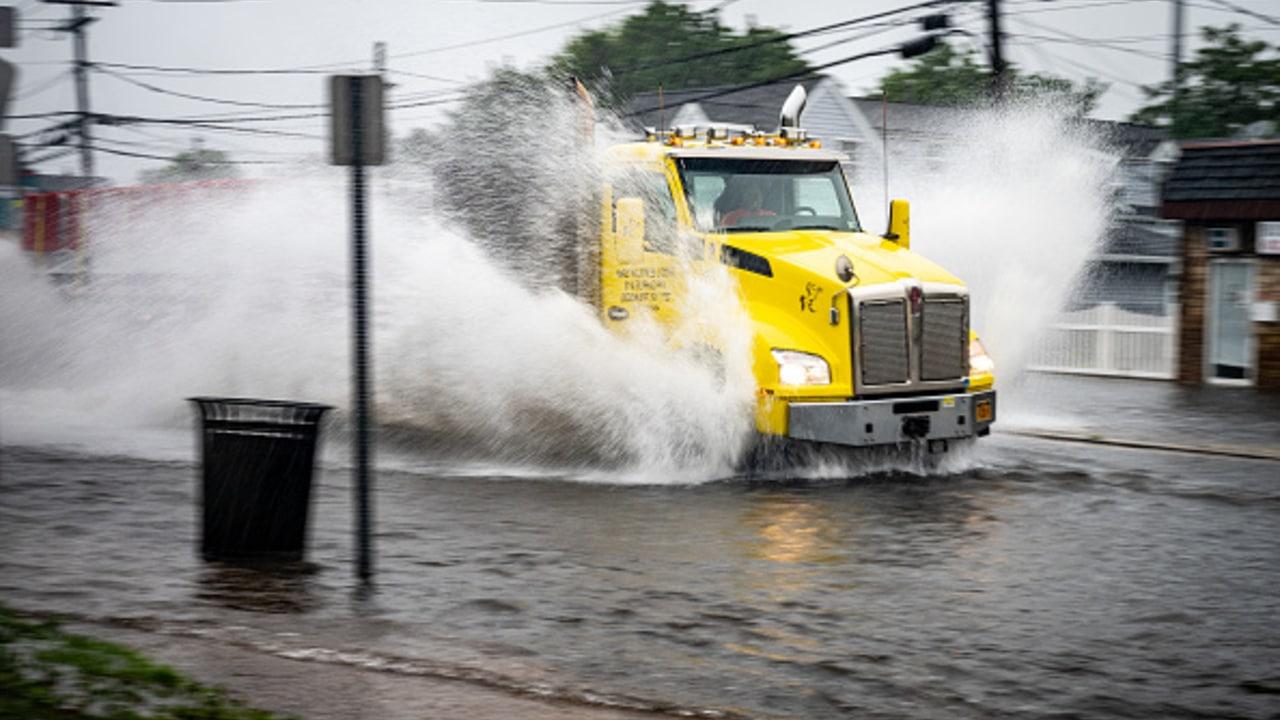 Tormenta tropical 'Elsa' inunda el metro y calles de Nueva York