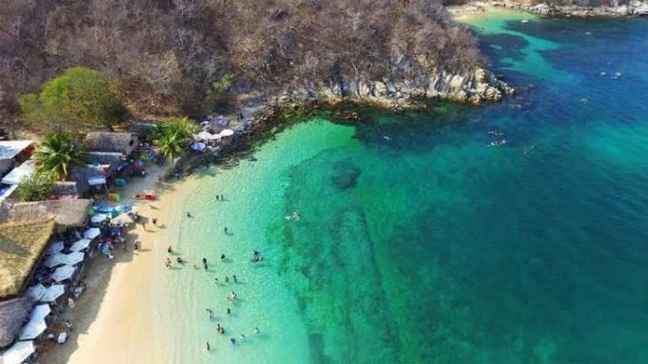 Llegan turistas a playas de Oaxaca; casos de COVID-19 aumentan en algunas regiones