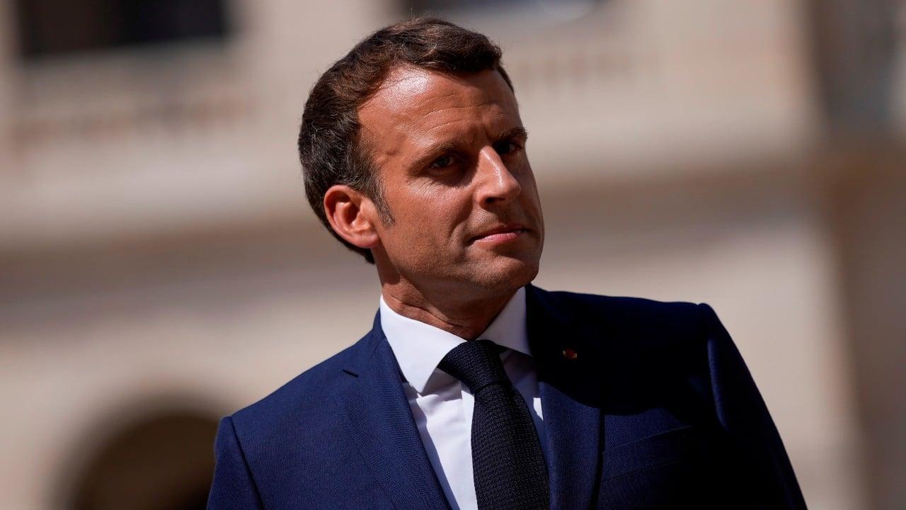 Macron pide a su gobierno reforzar seguridad tras escándalo Pegasus