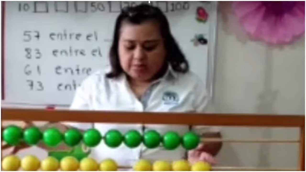 Maestra graba videos para ayudar alumnos en Chiapas