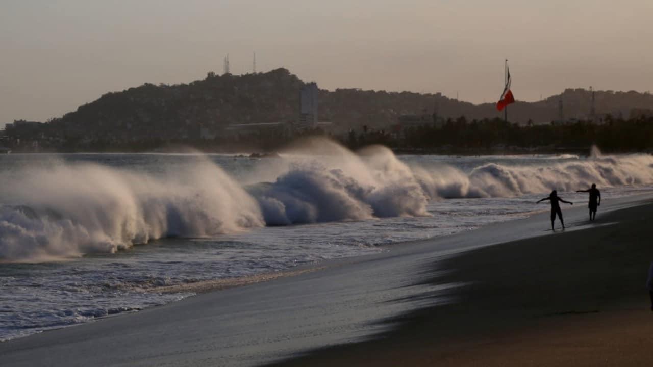 Mar de fondo asola las costas de Guerrero