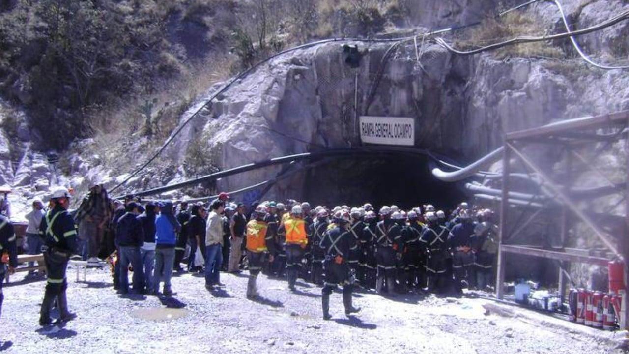 Trabajadores en mina del municipio de Ocampo, Coahuila (Twitter: @vivirenparral/archivo)