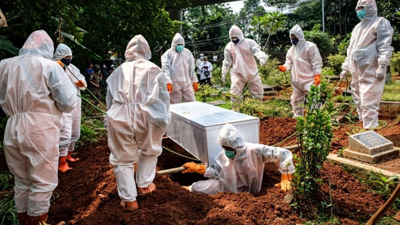 Muertes por COVID en el mundo aumentaron 21 % en la última semana