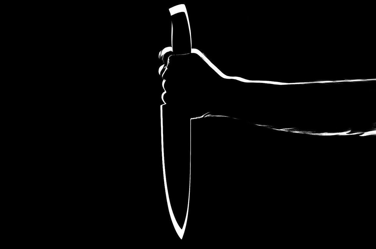 Mujer mata a pedófilo que abusó de su hijo en Inglaterra