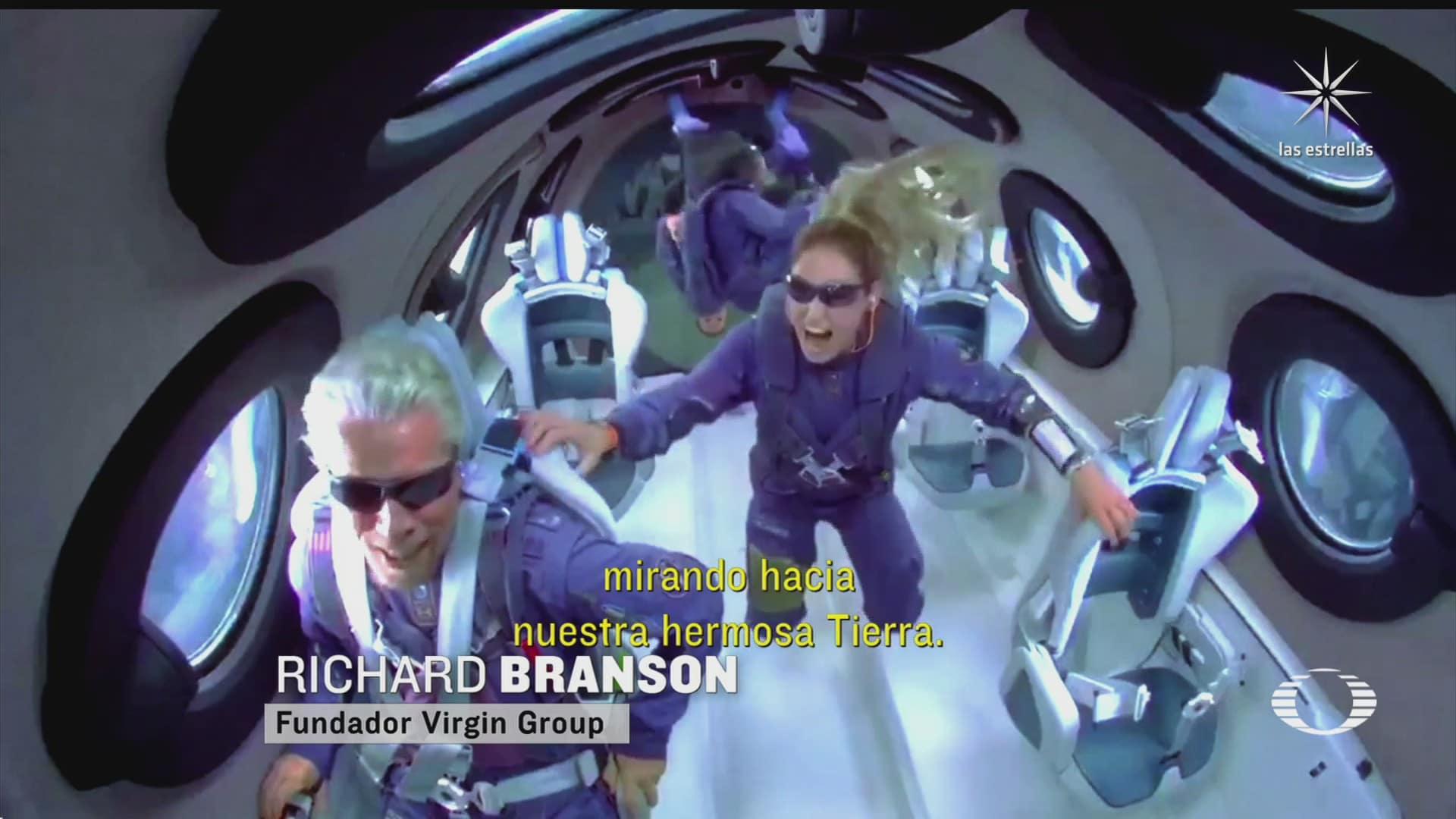multimillonario richard branson celebra lanzamiento de su cohete de pasajeros