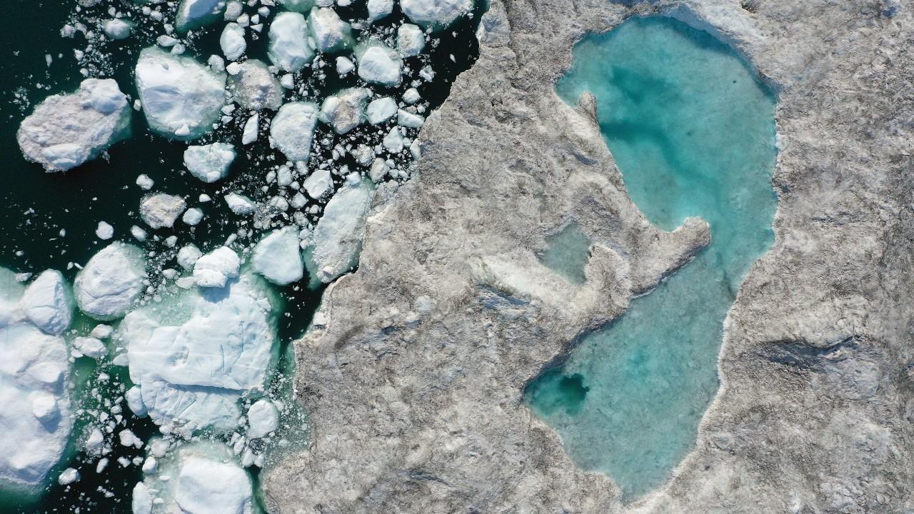 """Ola de calor provoca derretimiento """"masivo"""" de capa de hielo en Groenlandia"""