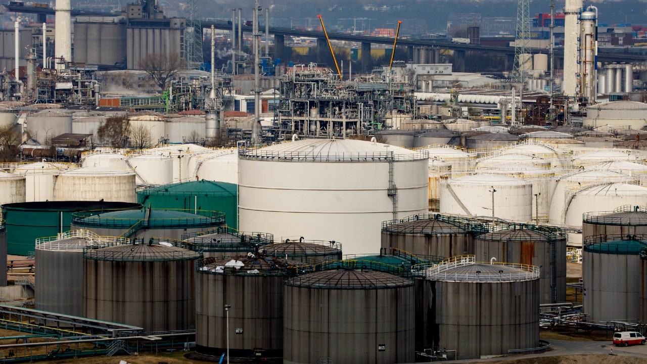 OPEP y aliados acuerdan aumentar producción de petróleo para resto de 2021