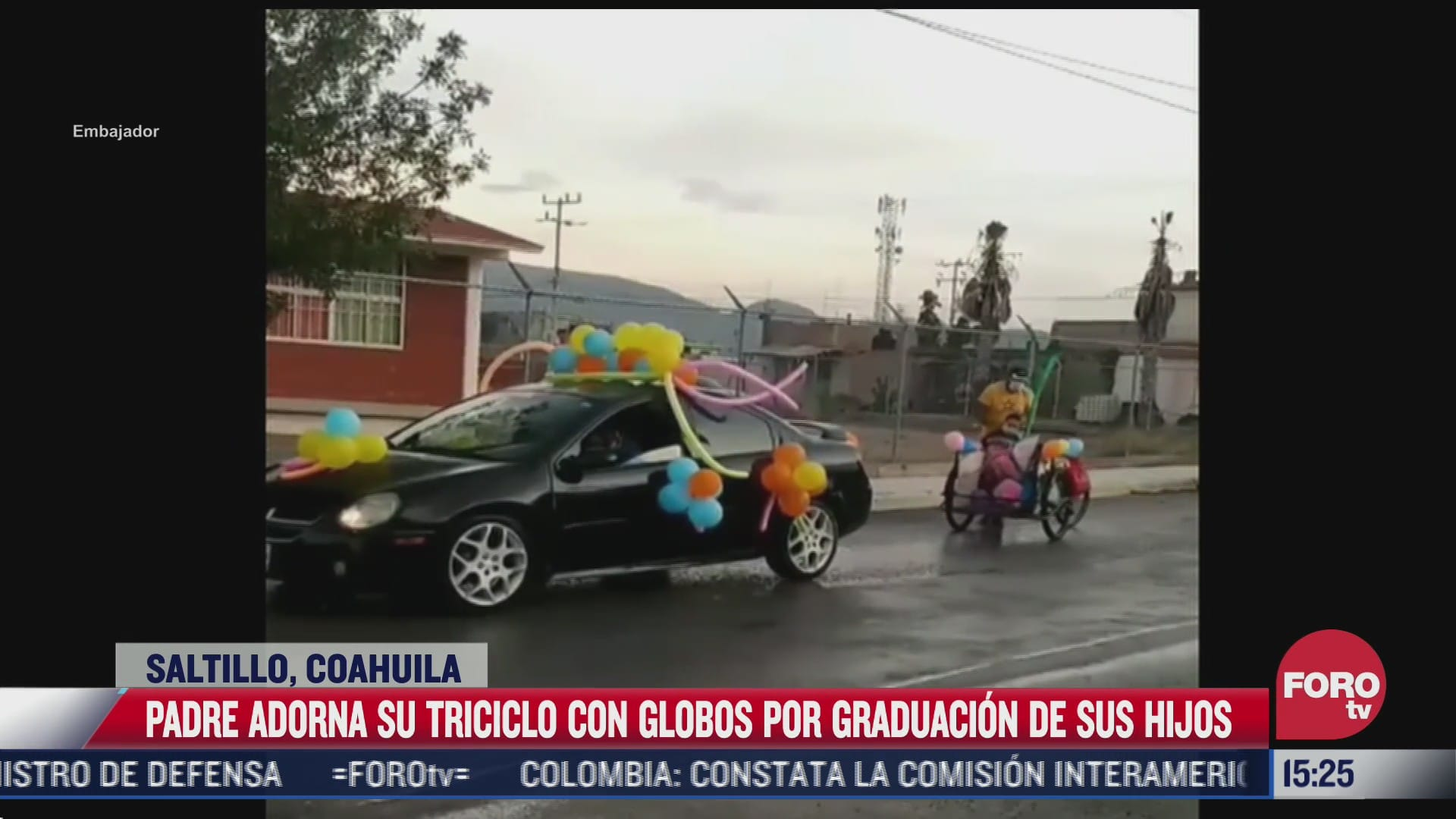 papa adorna triciclo con globos para celebrar la graduacion de su hijo en coahuila