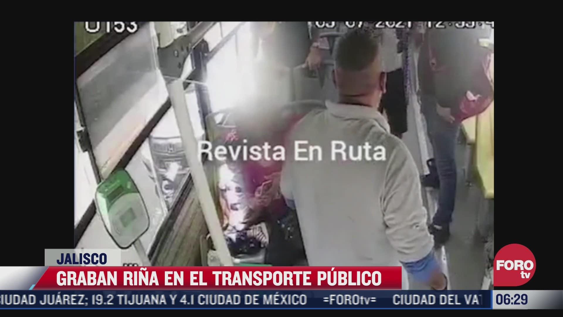 pasajero y chofer se agarran a golpes en camion de transporte publico