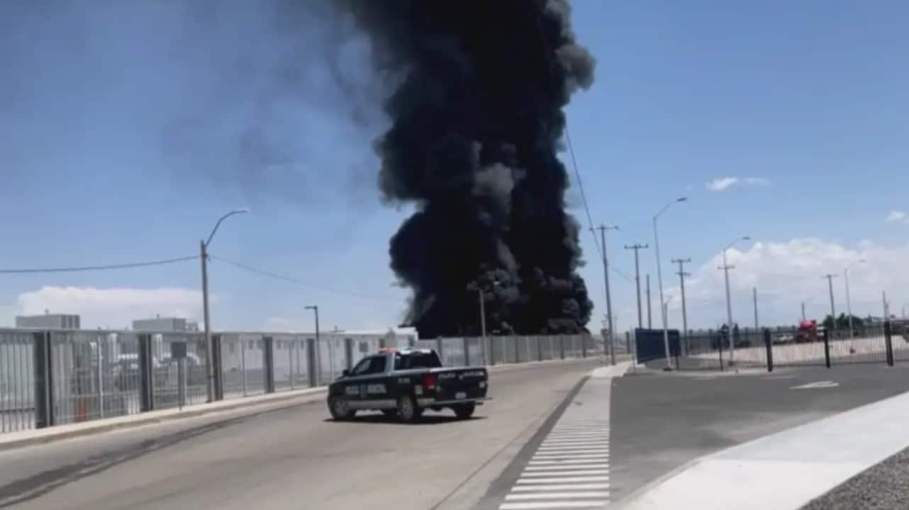 Fuerte incendio en ensambladora de vehículos en Ciudad Juárez, Chihuahua