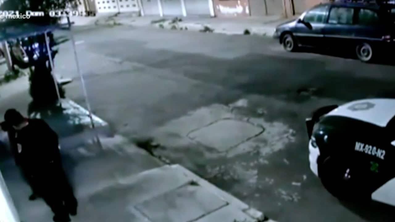 Captan a policías que robaron un celular durante una revisión (FOROtv)