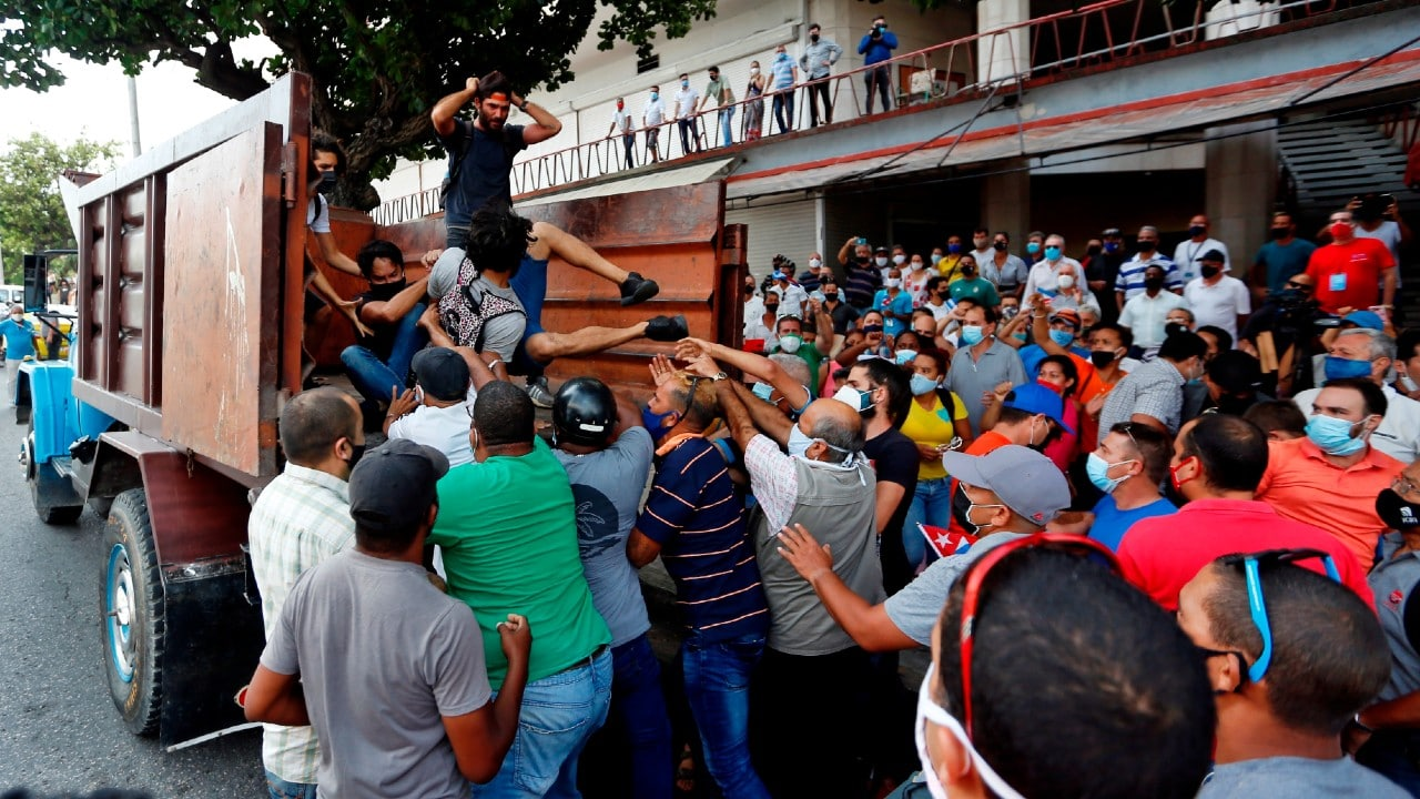Preocupa a EEUU llamado de Díaz-Canel a 'combatir' protestas