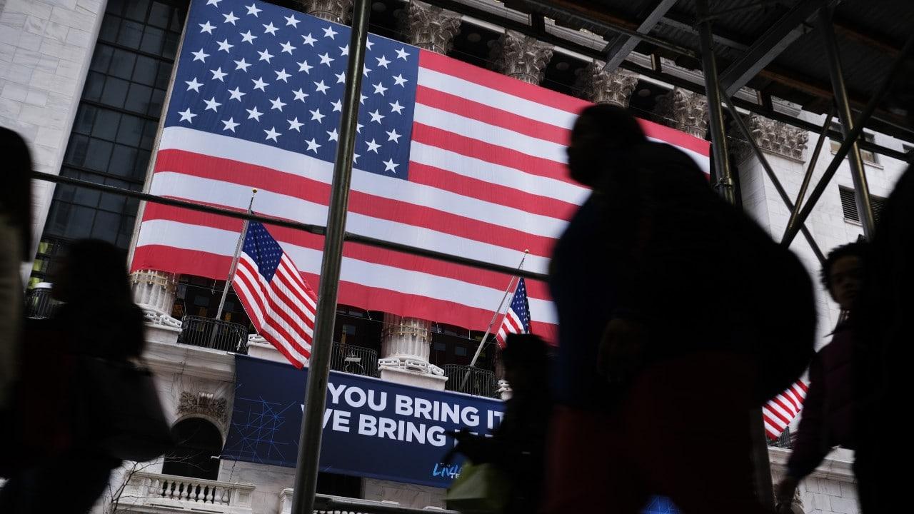 Puntos emblemáticos de Nueva York se tiñen de rojo, blanco y azul por el día de la independencia
