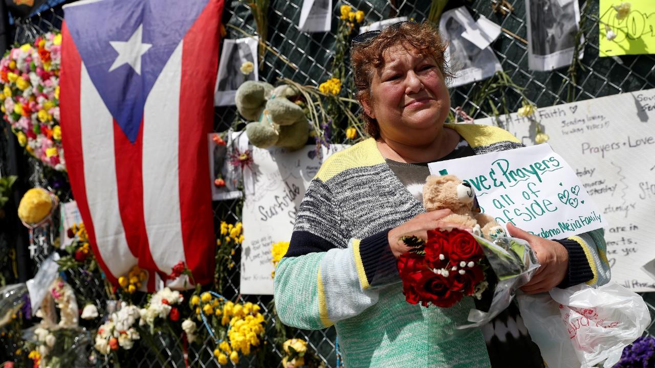 Recuperan pertenencias entre escombros de edificio colapsado en Miami, Florid