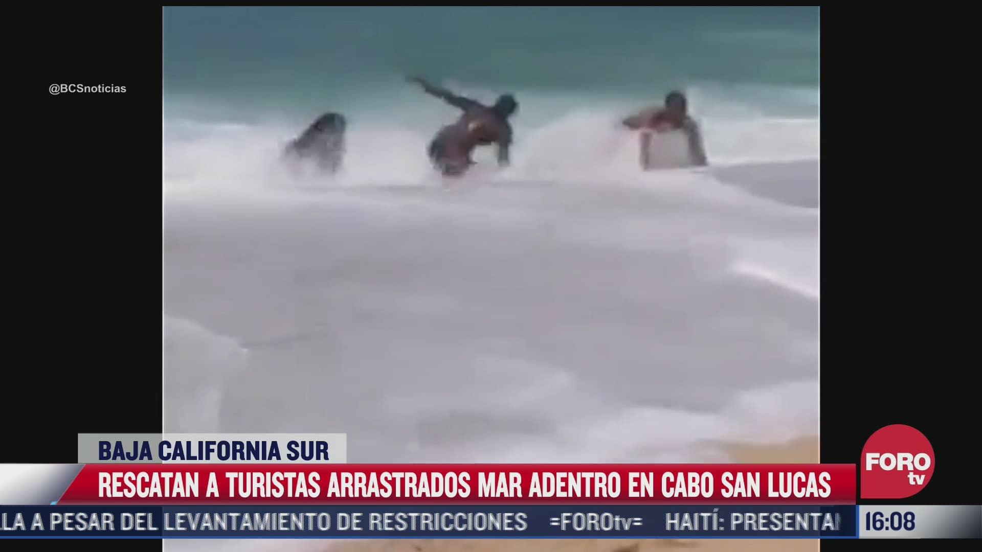 rescatan a turistas arrastrados por el mar en cabo san lucas