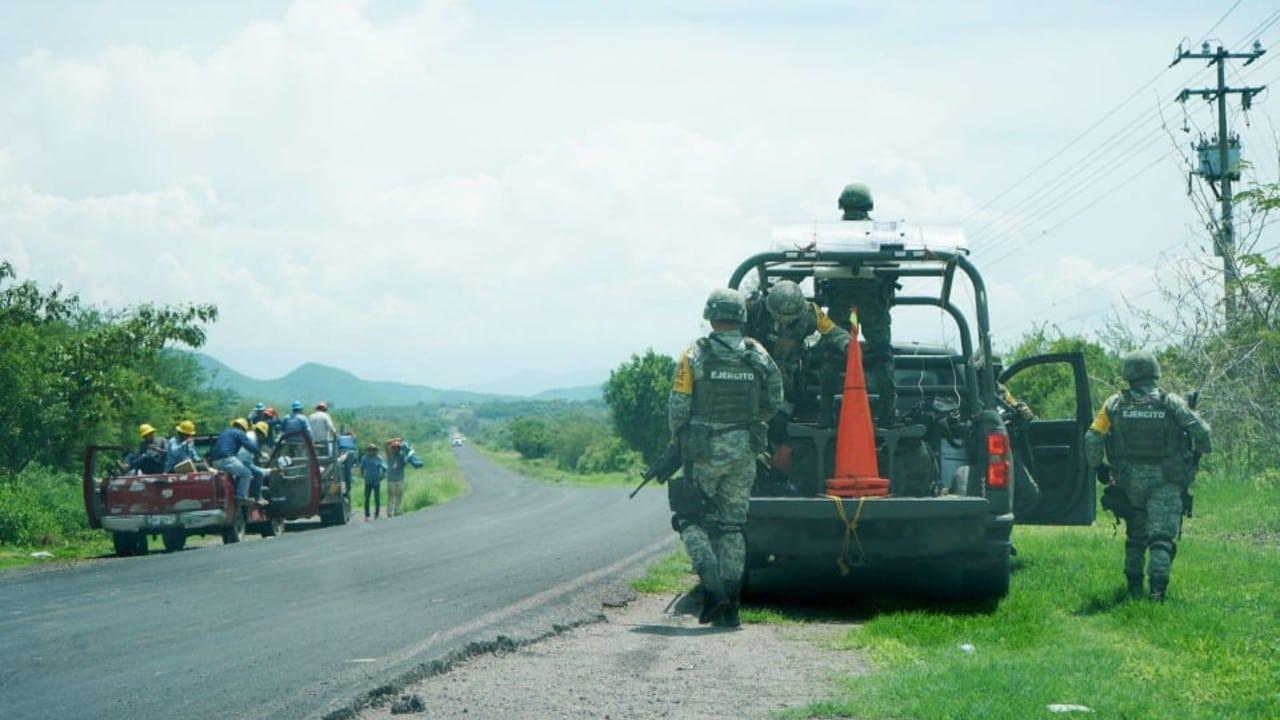 Se desatan enfrentamientos en Michoacán tras plagio de fundador de autodefensas