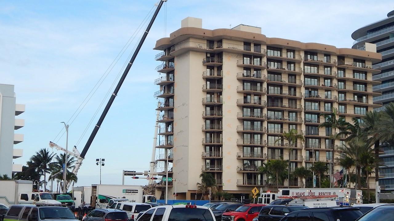 Suman 96 muertos tras derrumbe de edificio en Surfside, Florida