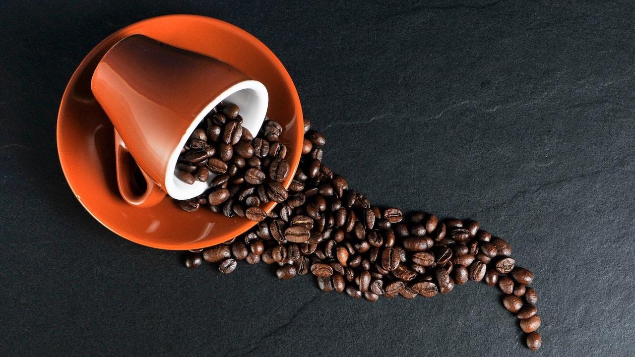 Tomar café cargado ayuda a quemar más grasa