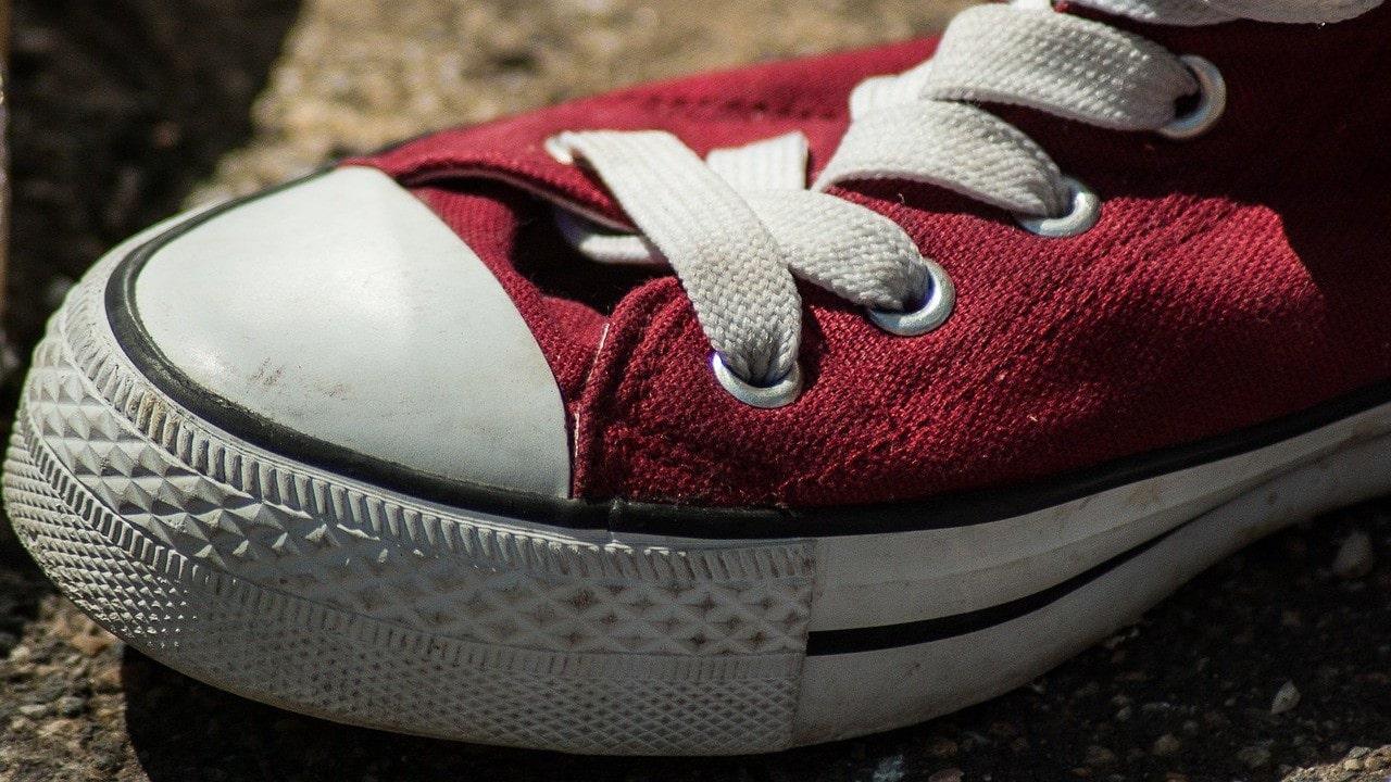 Tenis, calzado, robo, asalto, imagen ilustrativa