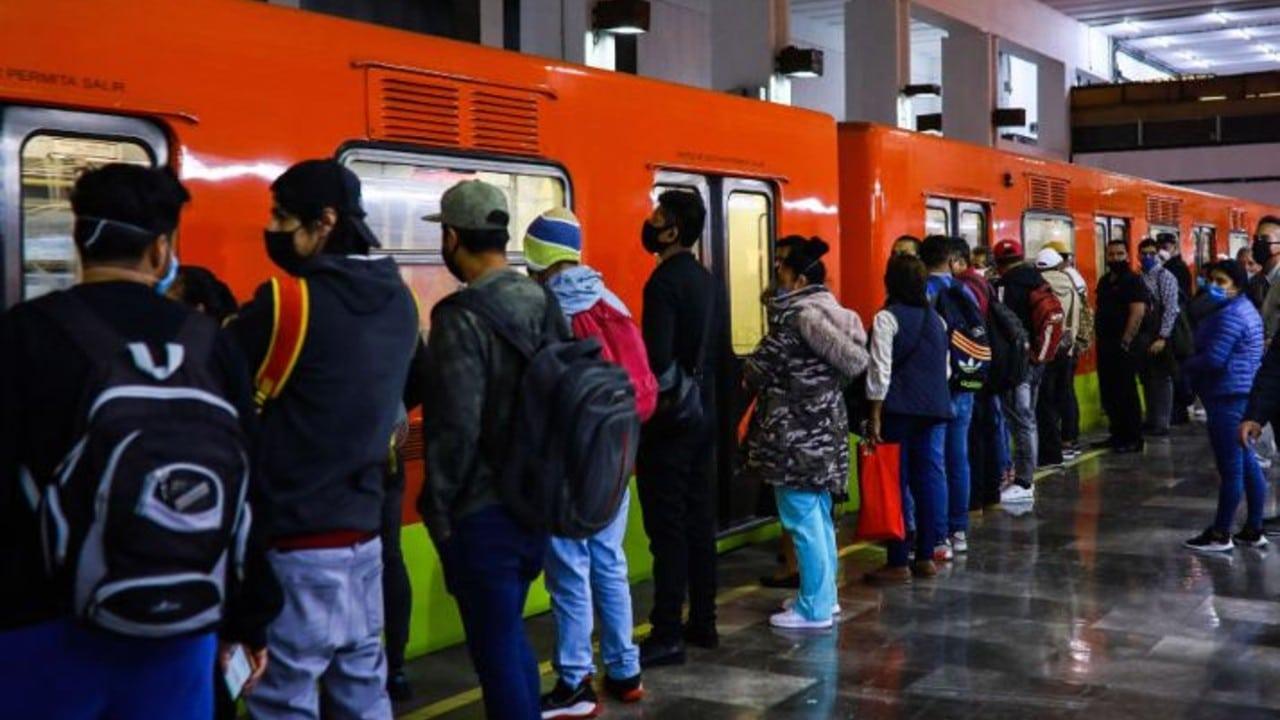 Usuarios del Metro en la Ciudad de México.