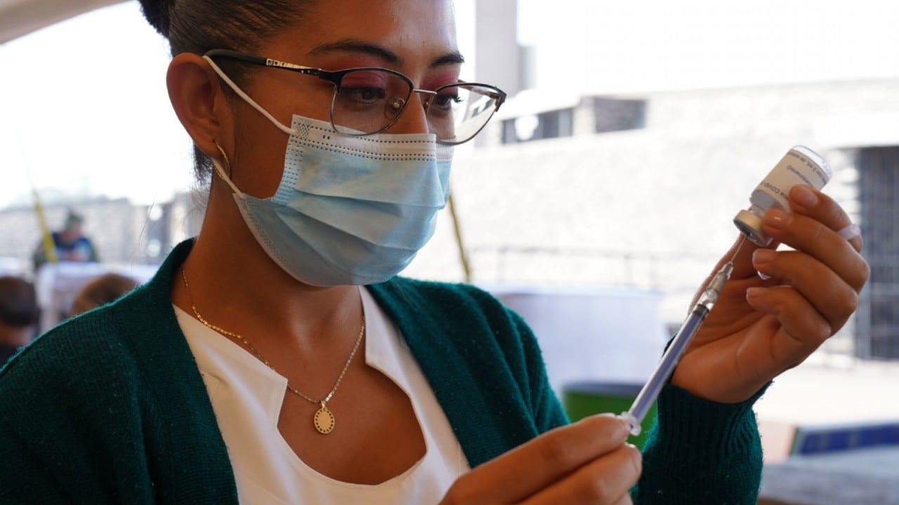 Vacunas COVID-19: Efectos secundarios en los jóvenes