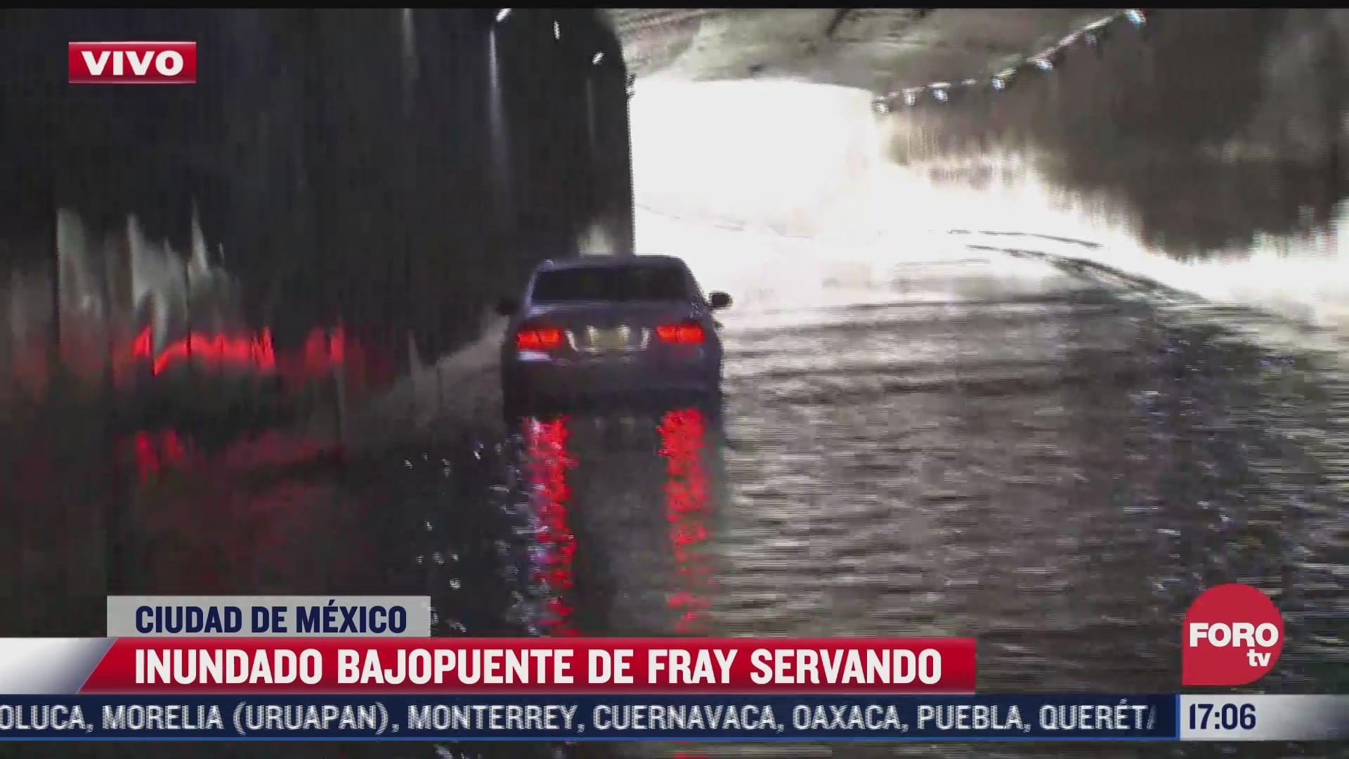 vehiculos quedan atrapados en encharcamiento de cdmx