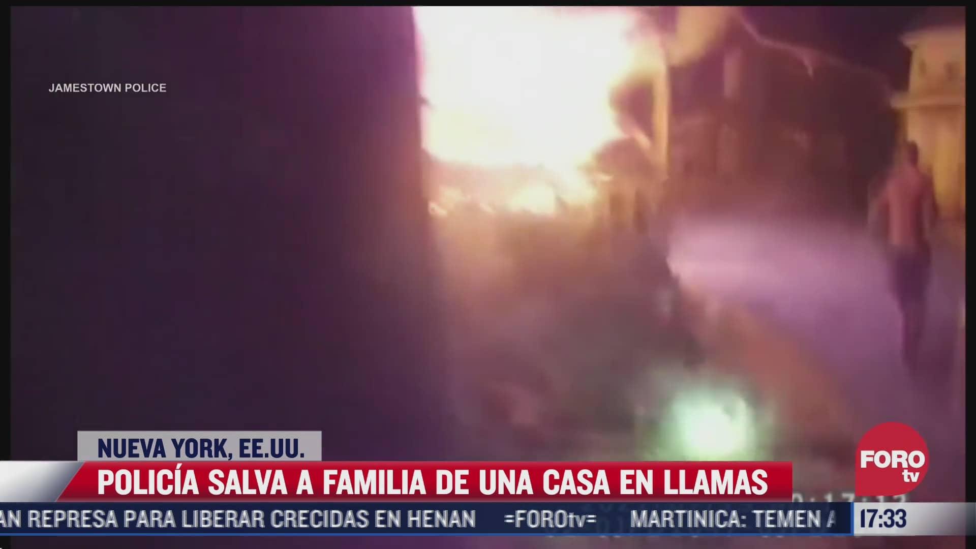 video policia salva a familia de una casa en en llamas