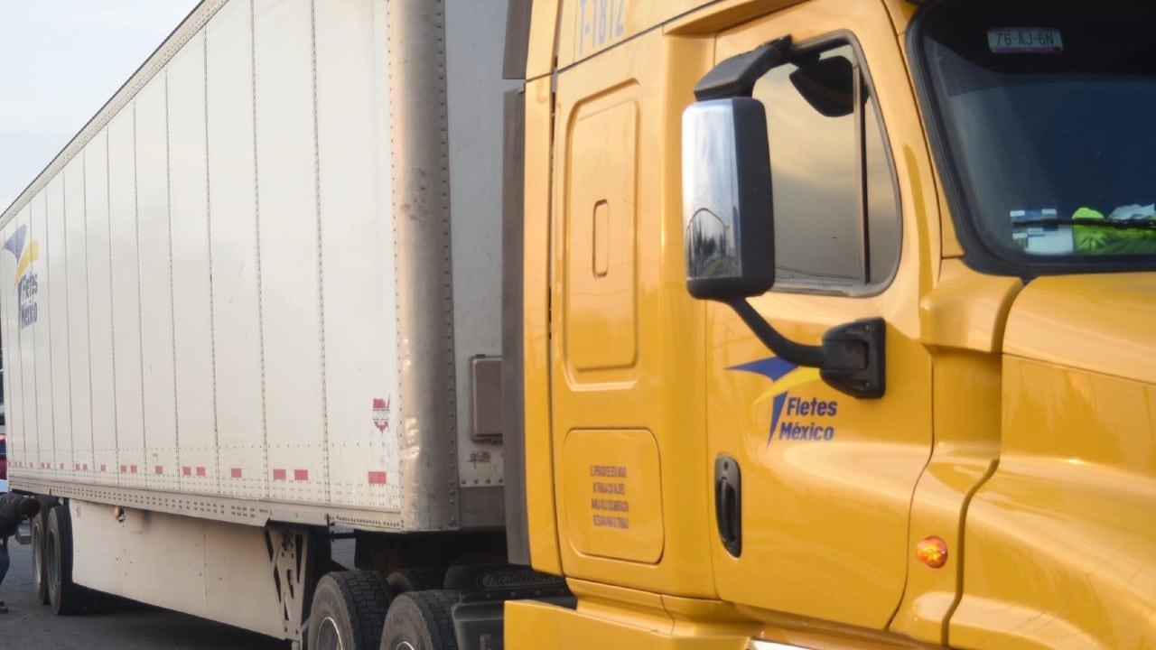 Volcadura de tráiler causa actos de rapiña en autopista Puebla-Orizaba