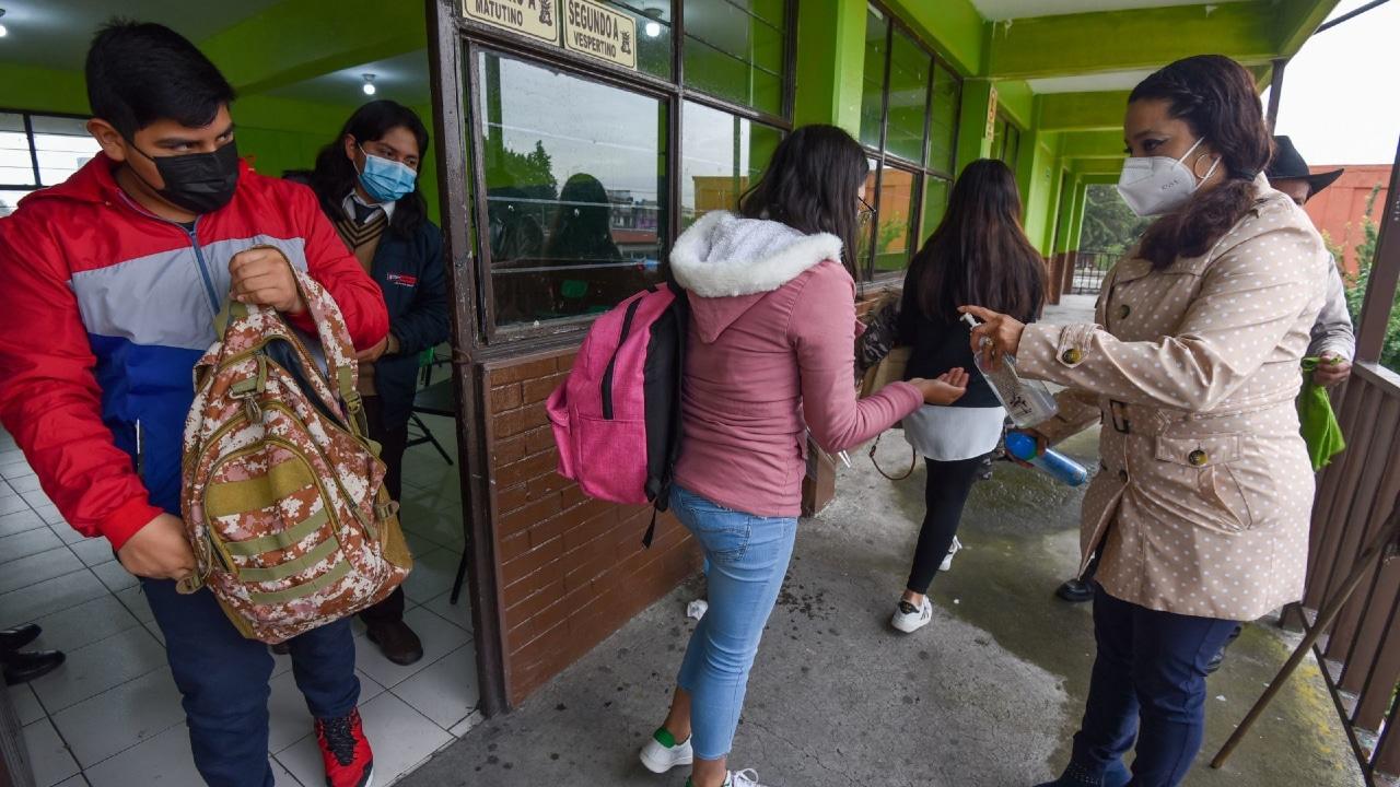 'Ya no es posible tener a los niños encerrados en las casas', insiste AMLO sobre regreso a clases