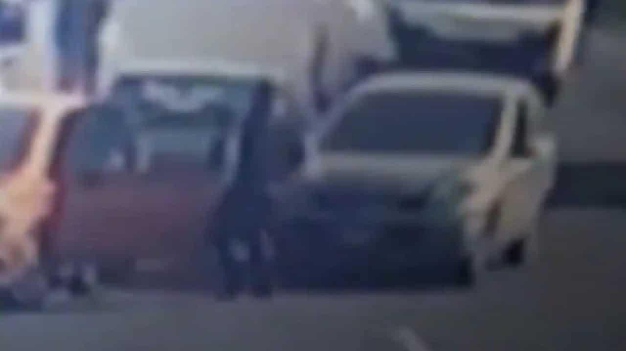 Detenido asaltante golpeado por automovilistas en gasolinera