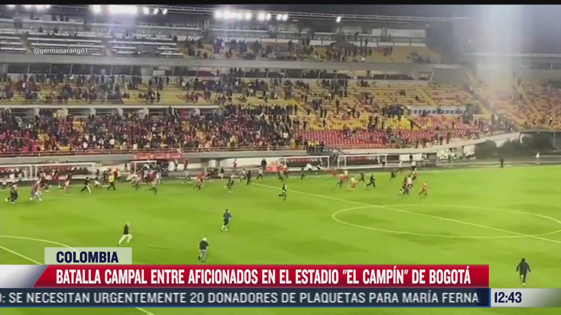 aficionados de futbol se agarran a golpes en estadio de colombia