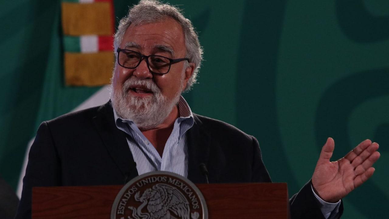 Alejandro Encinas Rodríguez, subsecretario de Derechos Humanos de la Secretaría de Gobernación durante conferencia de prensa en Palacio Nacional