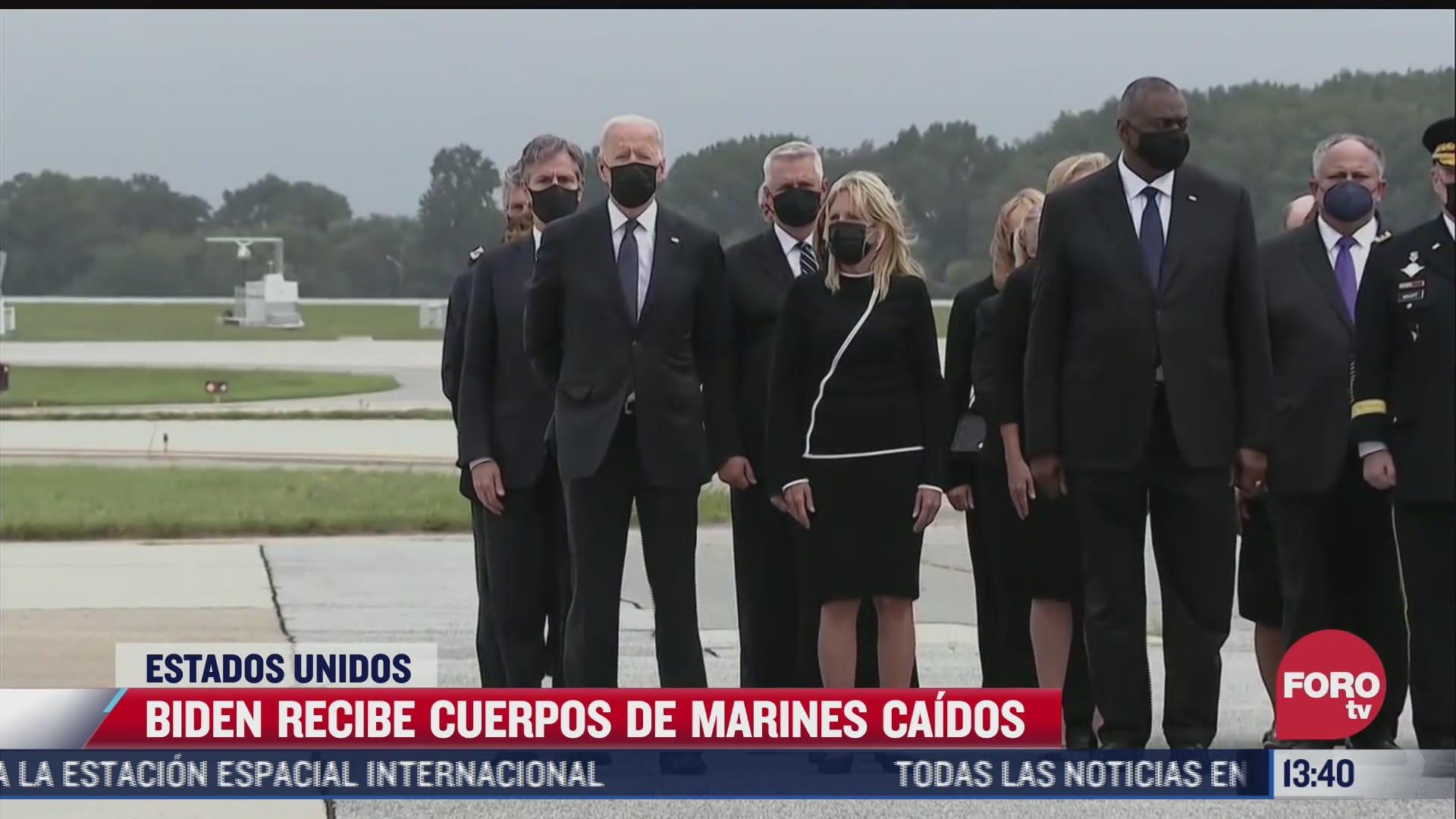 biden recibe cuerpos de marines caidos en afganistan