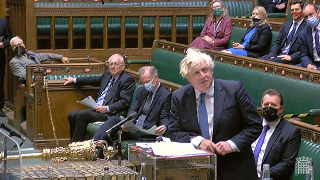 El primer ministro británico, Boris Johnson, toma la palabra en el Parlamento.