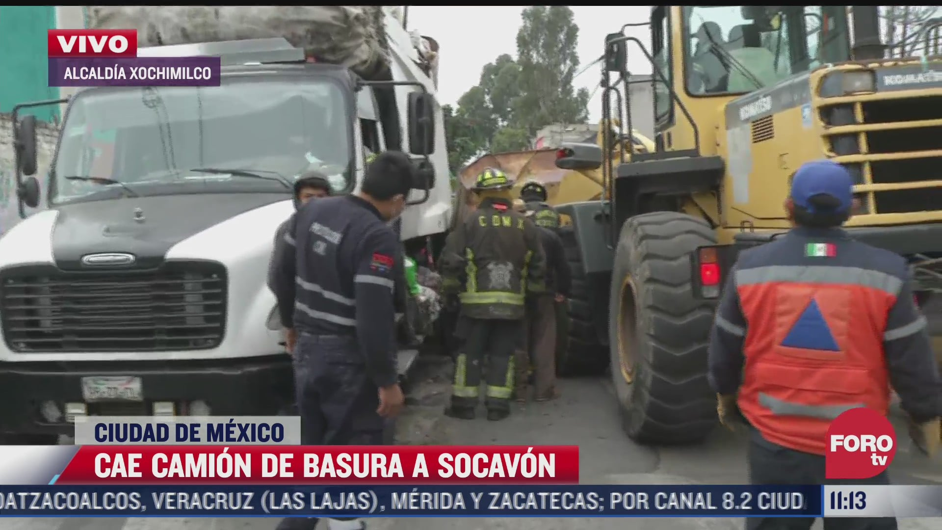 camion de basura cae a socavon en la alcaldia xochimilco cdmx