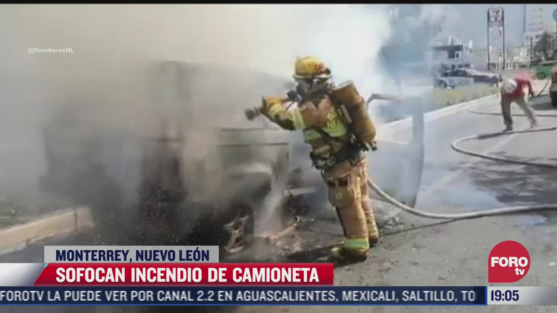 camioneta se incendia en calles de monterrey