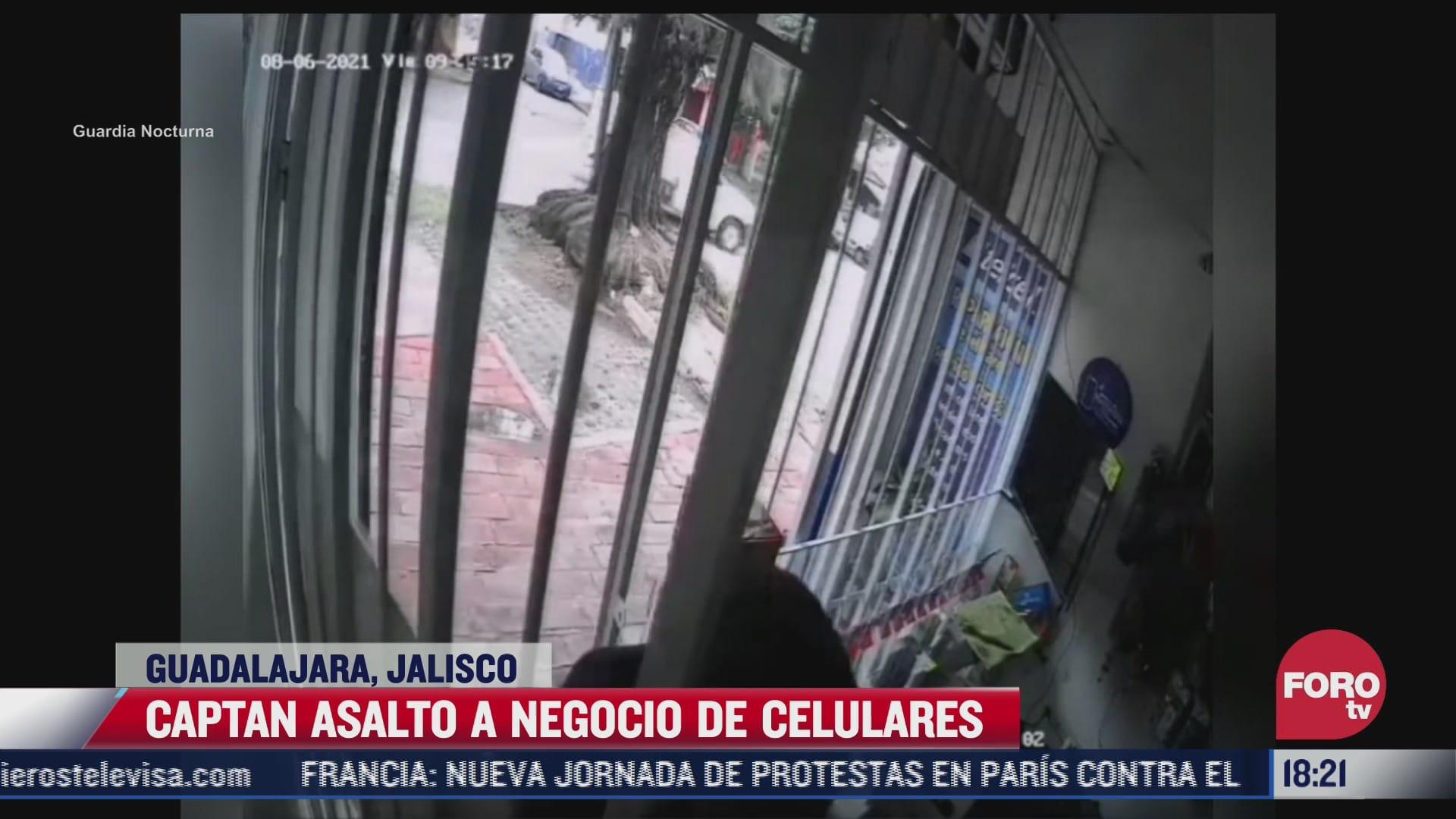 captan asalto a negocio de celulares en guadalajara