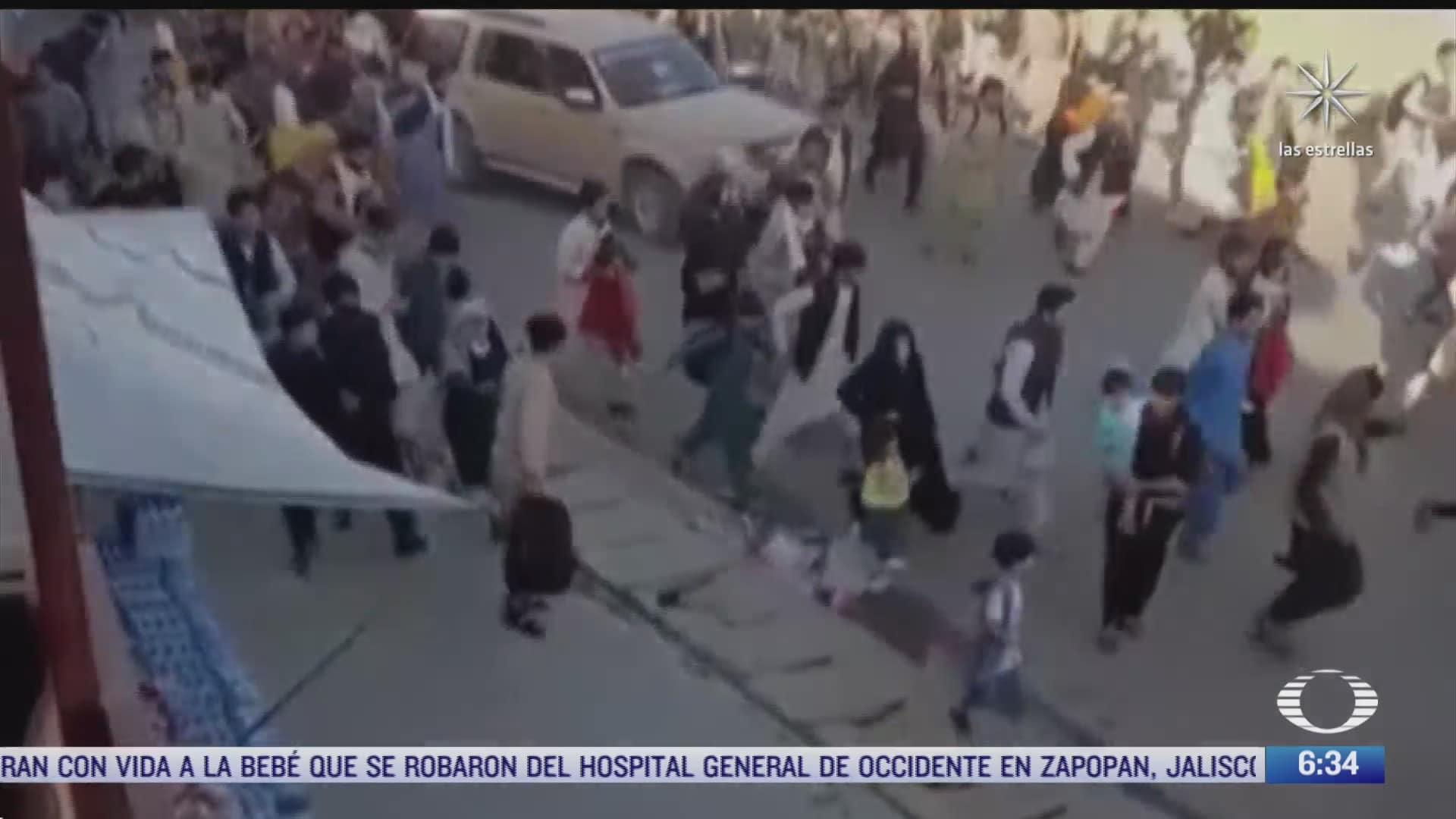 cronica del atentado terrorista en inmediaciones del aeropuerto de kabul con caso 100 muertos